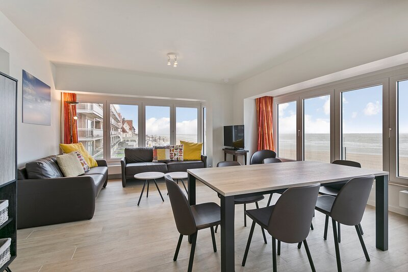 Majestic Apartment With Breathtaking Sea View, vacation rental in Wenduine