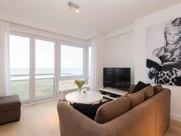Cozy apartment with sea-view in the heart of Knokke, location de vacances à Sluis
