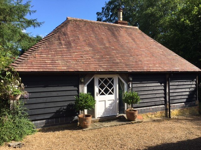 Kingsfield Cottage nestles in middle of the Surrey Hills AONB, holiday rental in Dorking