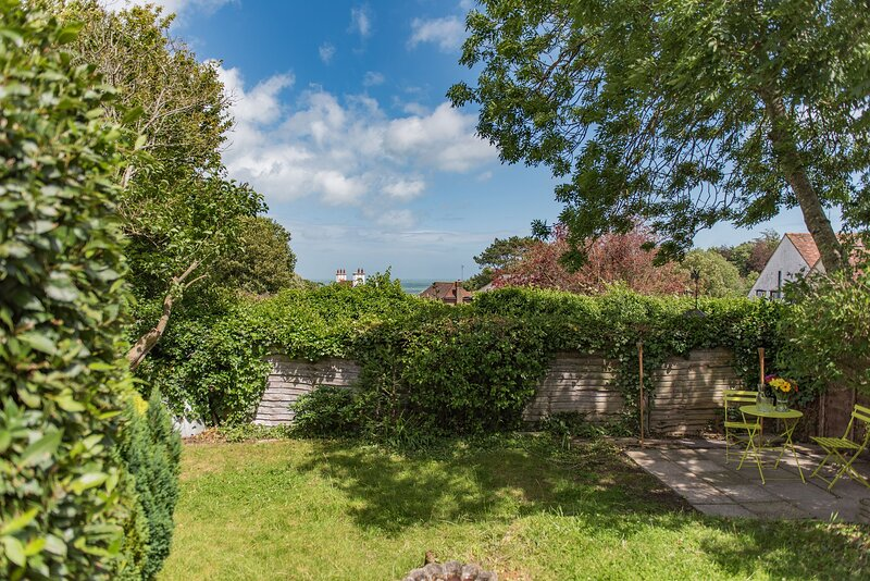Newly renovated bungalow in Kingsdown, sleeping 5 guests, sea views and garden, holiday rental in St Margaret's Bay