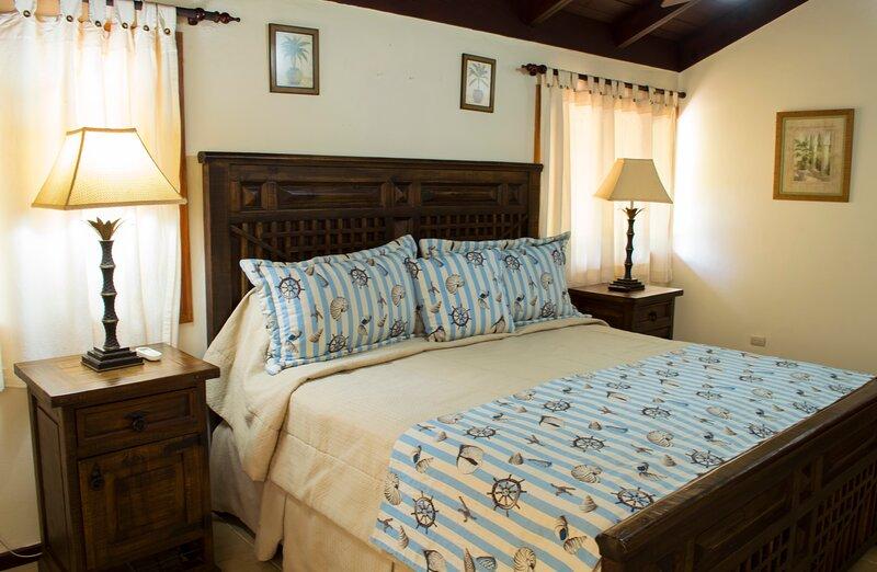 Increible villa en Casa de Campo de 5 habitaciones y piscina, holiday rental in Cumayasa