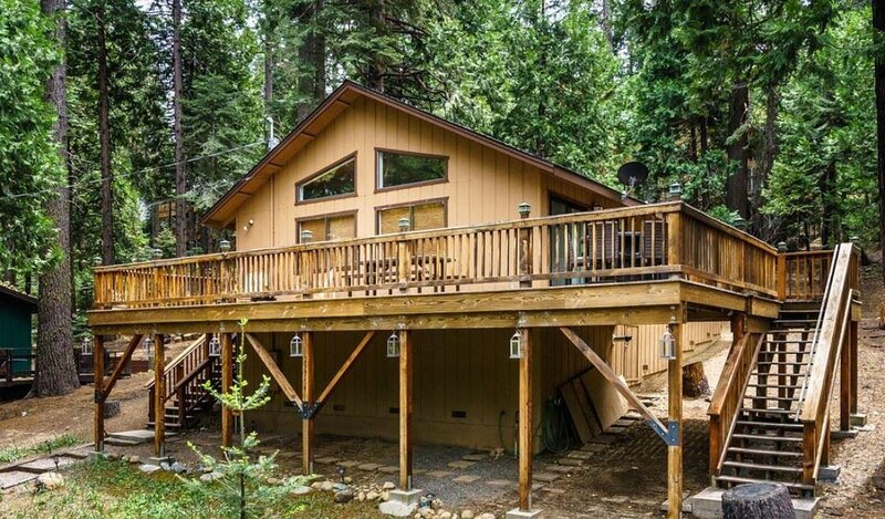 The Lazy Lodge - Cold Springs Cabin - Vacation Rental, holiday rental in Long Barn