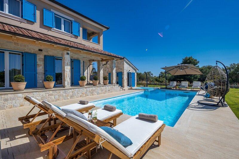 Beautiful Villa Golden Olive, vacation rental in Brbinj