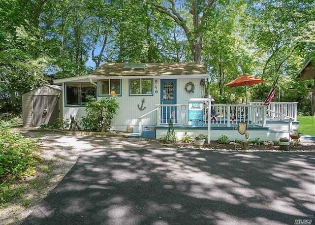 Affordable Cozy cottage on the North Fork walk to beach, holiday rental in Riverhead