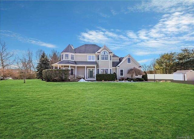 Large 4BR North Fork Home  heated Saltwater Pool Vineyards Farm Stands, holiday rental in Riverhead
