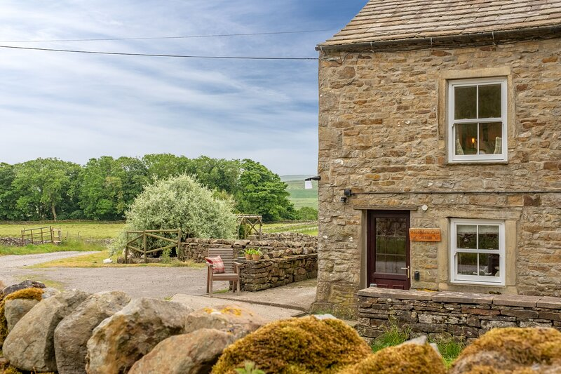 West Shaw Cote Cottage, holiday rental in Gayle