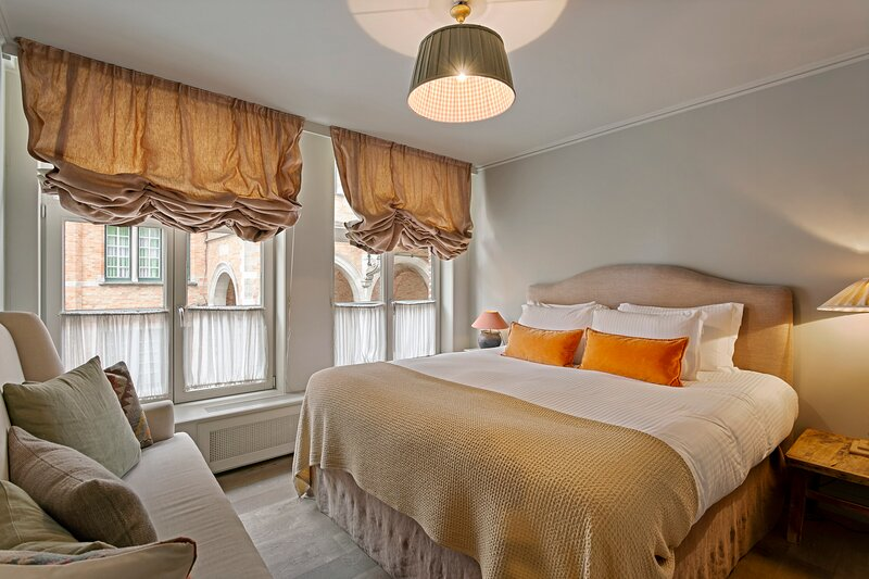Unique 5-star hidden gem right in the historic centre of Bruges, holiday rental in Sint-Kruis