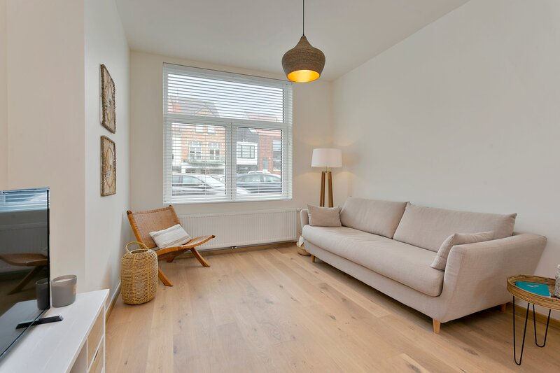 Renovated apt on perfect location just 1 minute from Lippenslaan, location de vacances à Sluis