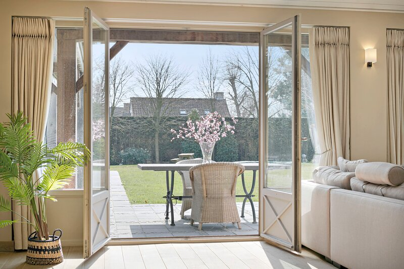 Dunedreve - Spectacular sunny holiday-villa with super cool lounge-area and bar, holiday rental in Oostduinkerke