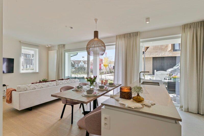Fantastic new modern apartment with sunny garden, terrace and 2 parkings, location de vacances à Sluis