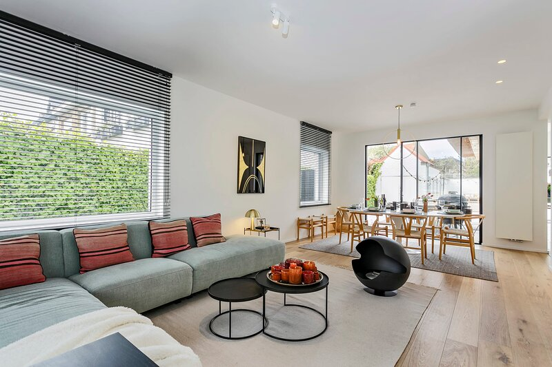 Beautifully renovated house for 8 persons with sunny-garden in Knokke, holiday rental in Retranchement