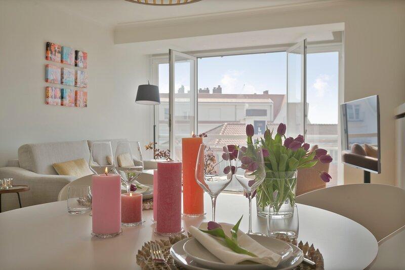 Stunning sunny renovated apartment on top location in 't Zoute, location de vacances à Sluis