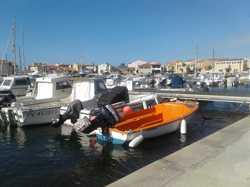 CARRO sur le Port, petite maison de pêcheurs vue mer, vacation rental in La Couronne