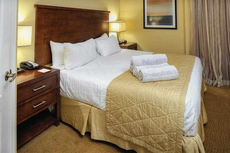 Queen size bed, large and oh so cozy! Exact unit will be assigned upon arrival. Views, colors and decor may vary.