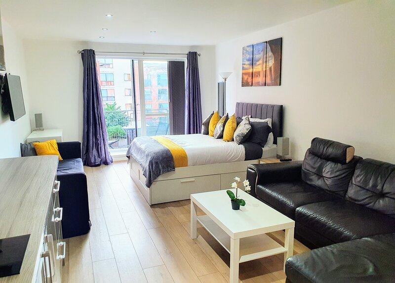 Stylish Studio Apartment in the City Centre, Sleeps 3, casa vacanza a Halesowen