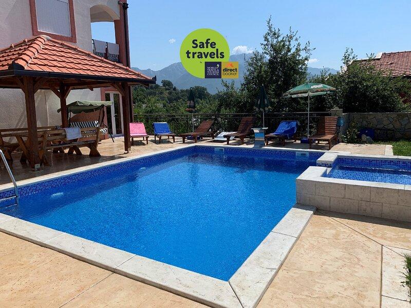 Vila Victor with pool, casa vacanza a Susanj