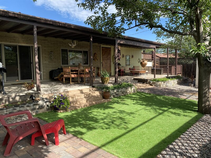 Just Listed! Charming 3 Bedroom Home Located in Cottonwood, AZ! Allows Dogs! - S, aluguéis de temporada em Cottonwood