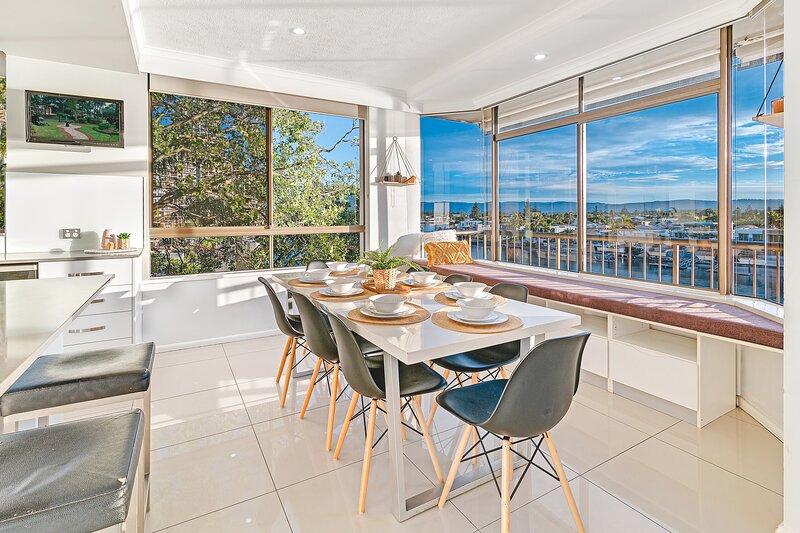 Surfers Sunsets - 2 Families in 1 Apartment, aluguéis de temporada em Surfers Paradise