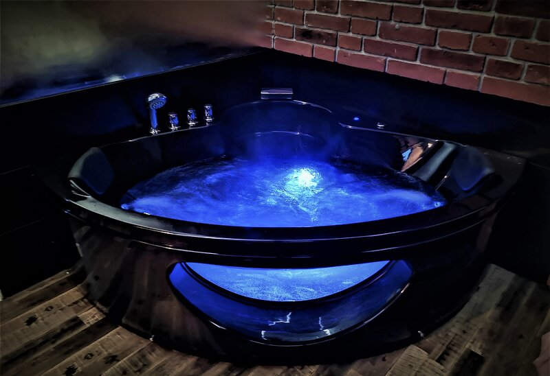 City Centre Luxury Jacuzzi Apartment, vacation rental in Stroza