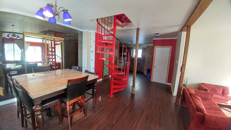 3 Bds9 Beds Large Pkng 2 Levels Near Stores, holiday rental in Lac-Beauport