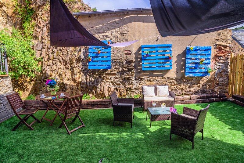 Casa Rural con jacuzzi y chimenea en la habitacion para 2-4 personas, casa vacanza a Benllera