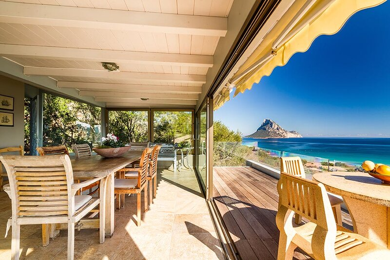 Panoramicissima a mt. 250 dalla spiaggia, vacation rental in Porto Taverna