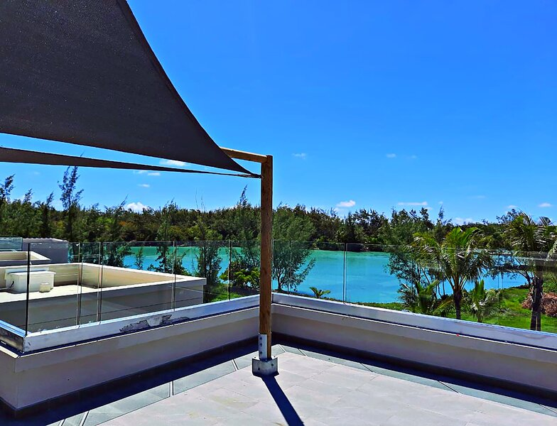 Barachois 10, north of the Island, 2 pools , waterfront, holiday rental in Anse La Raie