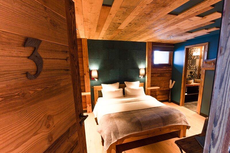Chalet 1703 - Open Living Hotel - Chambre 3, location de vacances à Bonneville