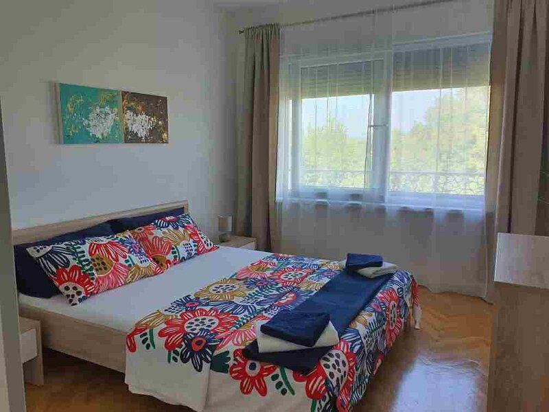 Two bedroom apartment whit private entrance 200 meters from the beach., vakantiewoning in Krk Island