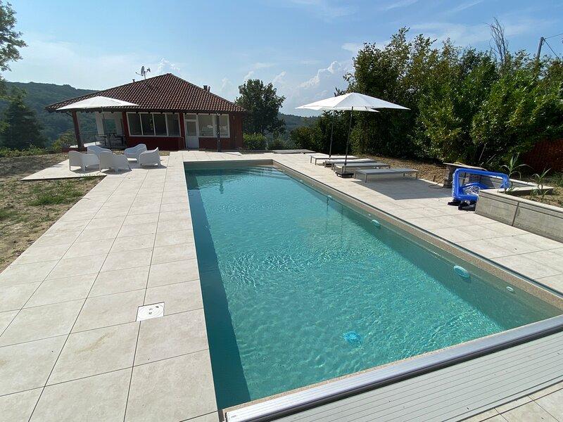 Pool villa with wide view on Langhe Hills, holiday rental in Trezzo Tinella