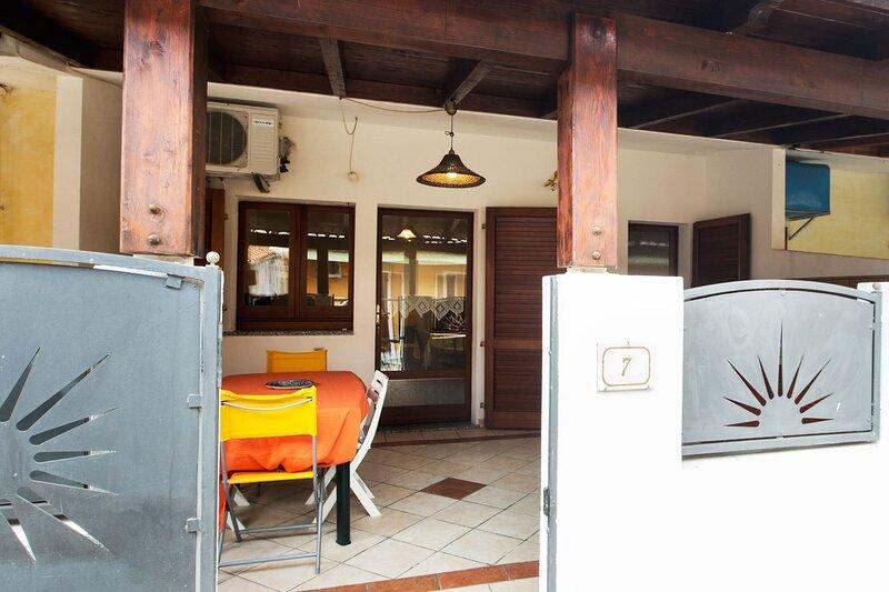 CASE VACANZA MULVONI AIOSARDEGNA - Monolocale Mulvoni Aiosardegna Pula, holiday rental in Villa San Pietro