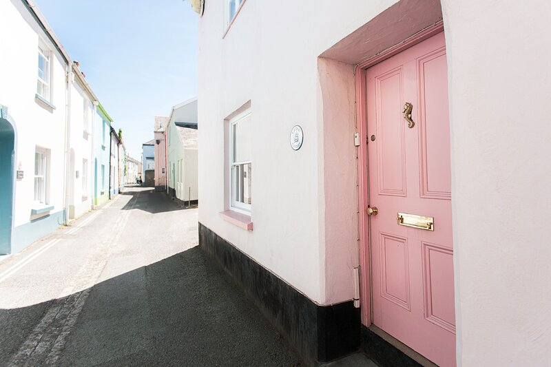 Catboat Cottage, Appledore.  Sleeps 6-8 guests, holiday rental in Appledore