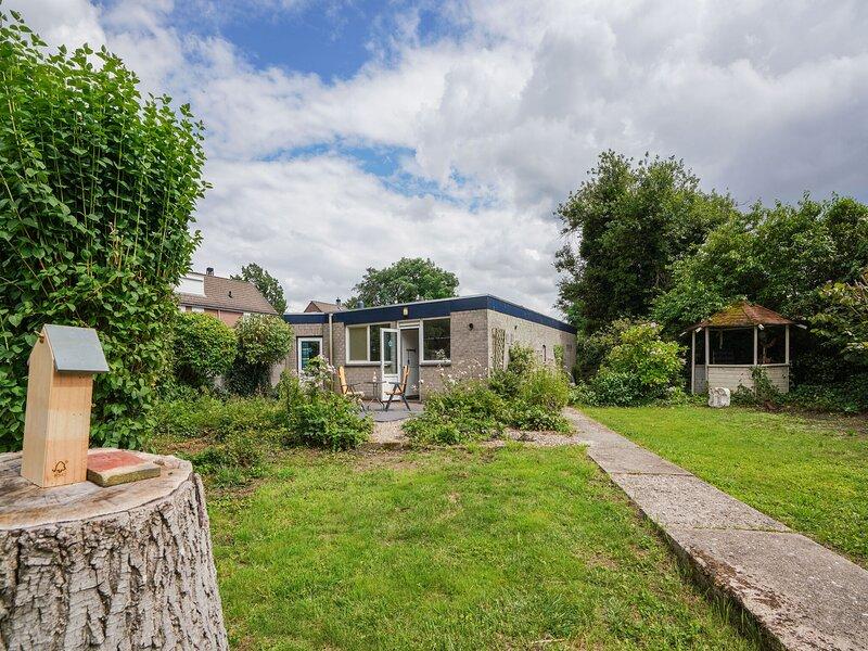 Serene Bungalow in Landgraaf with Terrace and Nature Garden, vacation rental in Heerlen