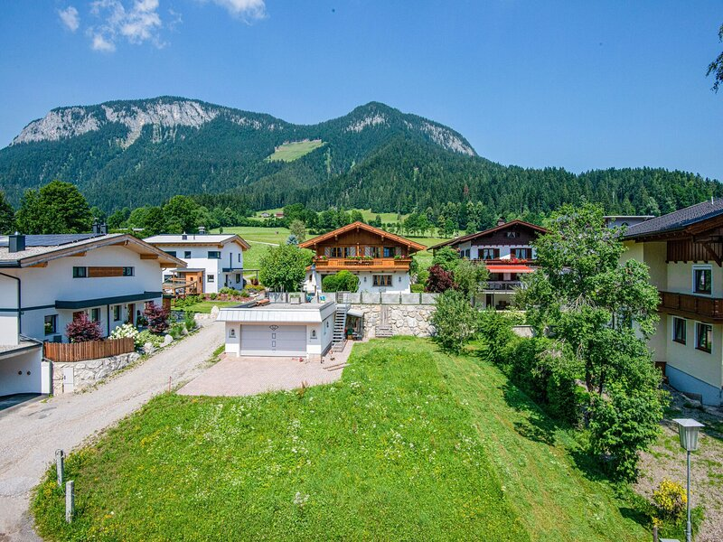 Spacious apartment in Söll with a beautiful view, vacation rental in Thiersee