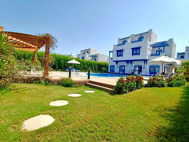 Luxury 4BD Villa in Hurghada, Sea View, Private Heated Pool, holiday rental in Hurghada