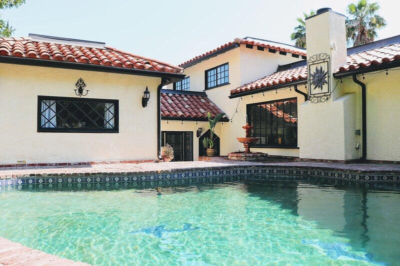 Mediterranean Chic Guest House with Pool & BBQ - 3 BR/2BA, holiday rental in Santa Clarita