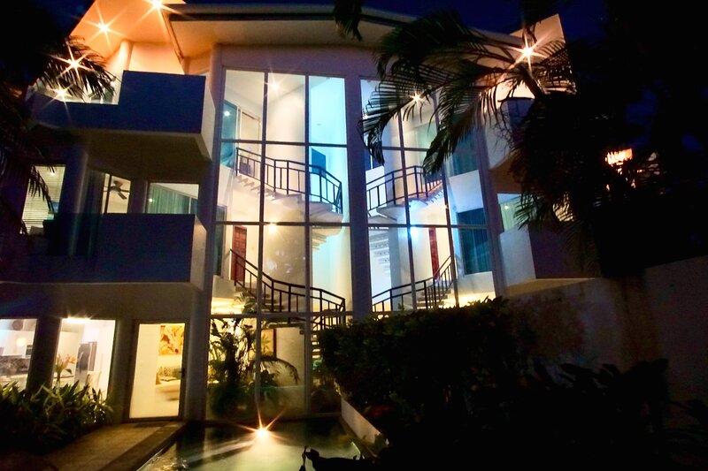 Casa Puesta del Sol- Villa 1 Spacious Contemporary 4 Bedroom Villa, holiday rental in Playa Langosta