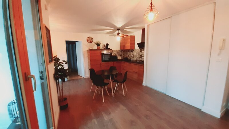 Appartement leCarnot Centre ville avec Piscine, holiday rental in Besancon