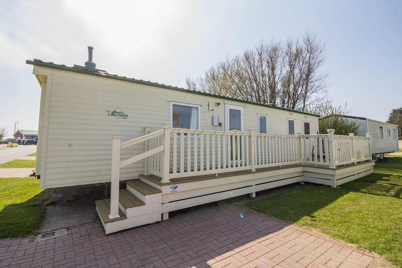 Great 8 berth caravan for hire at Skipsea Sands holiday park ref 41350NF, holiday rental in Lissett