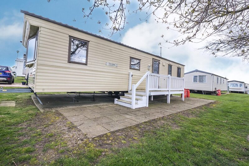 Great seaside 8 berth caravan at Haven Hopton on Sea in Norfolk ref 80014G, holiday rental in Hopton on Sea