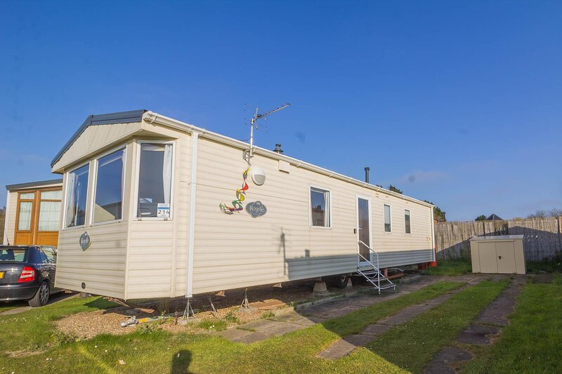 Great 6 berth caravan for hire at Sunnydale Holiday Park in Skegness ref 35214S, holiday rental in North Somercotes