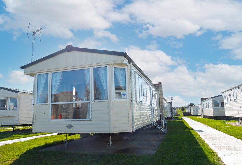 Great 6 berth caravan for hire at Naze Marine in Essex ref 17120P, holiday rental in Harwich