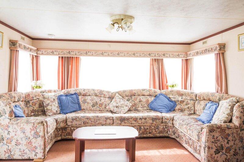 8 berth static caravan at California Cliffs in Norfolk ref 50020F, alquiler de vacaciones en California