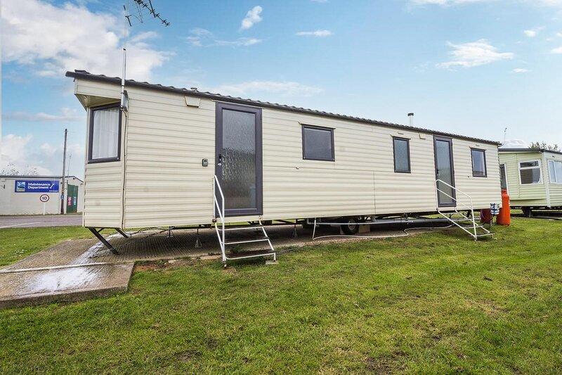 4 bed,10 berth caravan at St Osyth, Clacton-on-Sea, Essex ref 28132GC, holiday rental in St Osyth