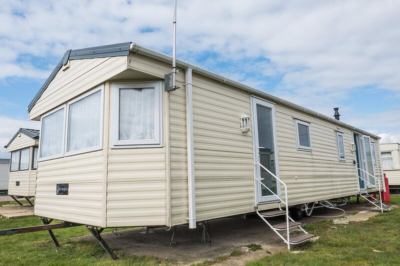 10 berth caravan for hire at St Osyths Holiday Park in Essex ref 28133GC, holiday rental in St Osyth