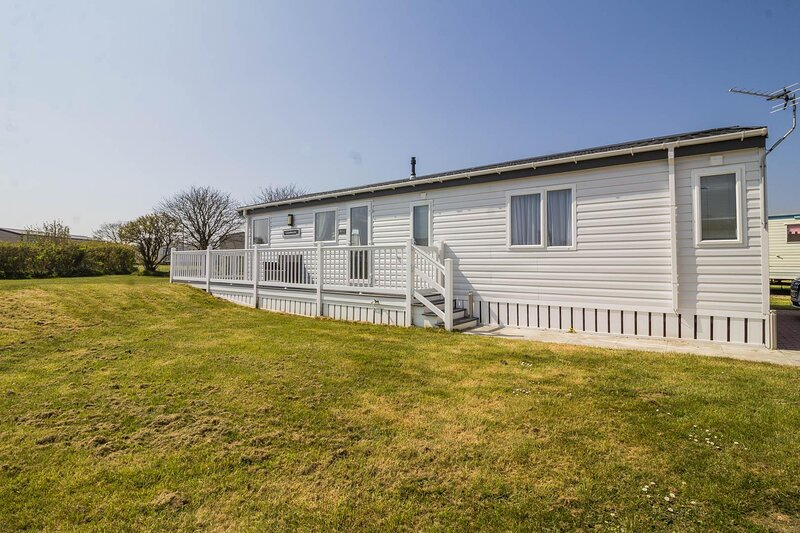 Stunning 6 berth lodge for hire at Skipsea Sands in Yorkshire ref 41077WF, holiday rental in Lissett