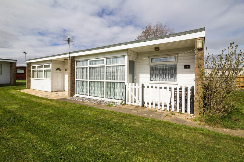 7 berth dog friendly chalet for hire at Sunbeach Park, Norfolk ref 51074S, holiday rental in Ormesby St. Margaret