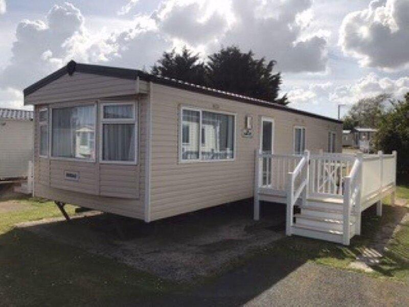 3 bed, 8 berth caravan at Breydon Water Holiday Park in Norfolk ref 10008TC, holiday rental in Fritton