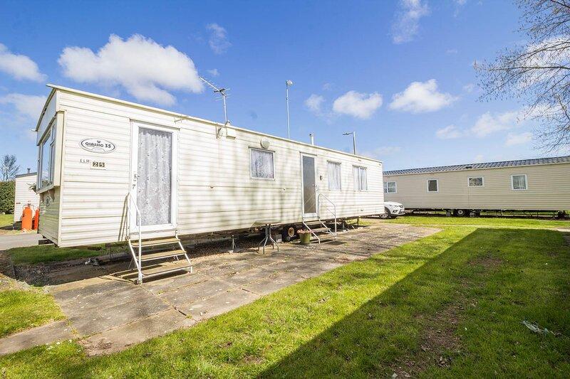 Great 8 berth caravan for hire at Southview Holiday Park in Skegness ref 33025E, aluguéis de temporada em Skegness