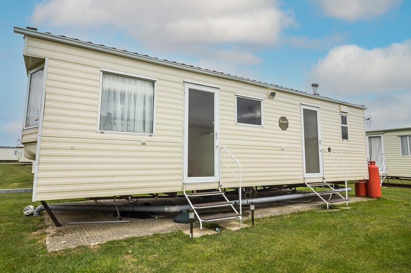 6 berth caravan for hire at Martello Beach Holiday Park in Essex ref 29020Y, holiday rental in St Osyth